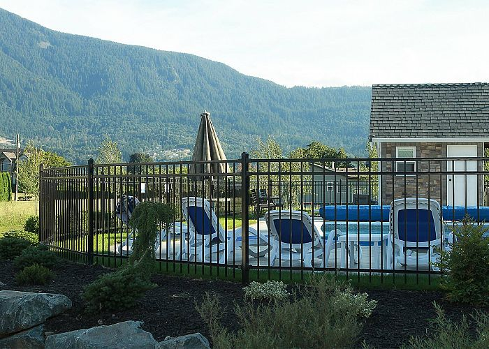 Design the Perfect Pool Fence